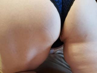 This woman was so hot for me she wanted me to cum to her house and take pictures of her in sexy panties while her husband was out of town 😁