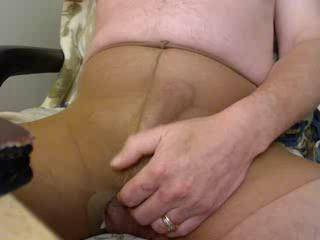 Cumming in my pantyhose to SHAGAZZ while she is in her silky pantyhose. Too bad she's so far away. Such a sexy lady.