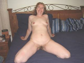 I love headreds With tha hot body and dalickious looking hairy pussy , Id love to show you.