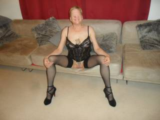 hi all sitting here waiting for your comments dirty comments welcome mature couple
