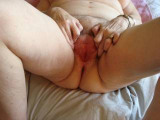Closeup of my mature ladies pussy hole all ready to be fucked.