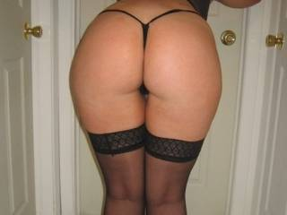She has the best looking ass on here. This is the best looking ass i have seen in the last 15 years and i date bikini models from time to time. She is so lucky she has a man because The Green Eyed Bandit always gets the  woman. I can imagine her walking past me with tight cut off shorts on and topless if my dick had a mind of it's own than it would lose it's mind wow.