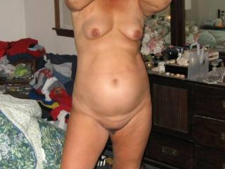 I love mature women, they know what they want and can deliver.  I'd love to have her sit that sweet pussy on my face so I can tongue her groove.  had to add this pic to my favorites.  I'd love a chance to taste her juices, then fell her pussy lips milk my balls dry.