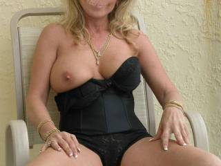 I love one tit out photos. This one is very very sexy!!! Hot stuff and i am anxious and excited to see more. Very lovely tits!!!!