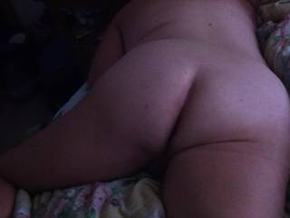 Here is one of my babes nude and like to be nude so I can hit that at anytime during the night.