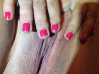The wife playing with her wet pussy in chat room while watching all the man playing with them selfs .hope that one day we will find the right man to have a threesome with .....read our profile and if this is for you Zoig mail us .