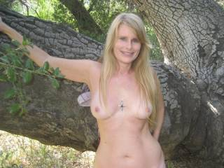 love this sexy ladys pics, she always looks so nice and horny, especially outdoors, love it...x