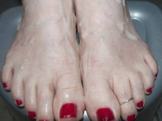 shot a huge load of cum on these sexy feet....so sexy I could not stop squirting