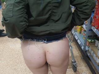 Flashing her arse to me in supermarket