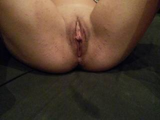 this is a very tempting pussy! gorgeous lips!!! drives me so hungry! thx