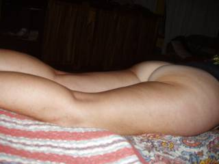 so sexy and erotic, love to rim that beautiful ass...