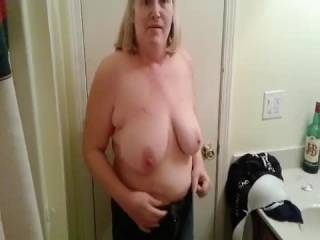I love bouncing my saggy tits I think they bounce great