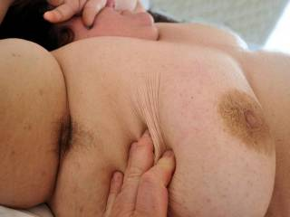 I love the natural hairy look on women... does anyone else enjoy this and have pictures to share?