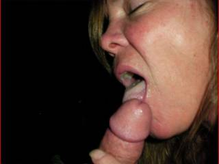 I wish that was my cock that you were enjoying like that !