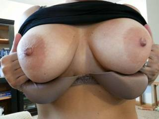 Love when she flashes her big round titties.