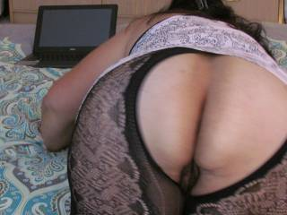 I LOVE TO SHOW OFF MY THICK ASS SO THAT MEN CAN JUST JACKOFF TO IT. OLD AND YOUNG MEN ARE ALWAYS WELCOME.. ENJOY :)