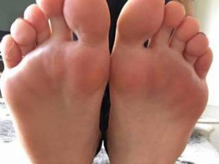 cheeky snaps of a sexy milfs feet