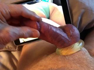 I wasn't planning to masturbate to assinpanty's photo, but as I looked at her sexy ass I felt the urge to come and had to stroke my cock.