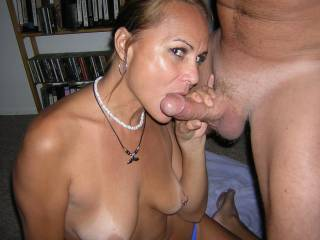 id love to help you suck that cock and french kiss around the head when her cums and share his load.....im local