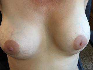 love the dark areola and vein traces, nipples need lots of sucking