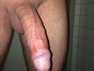 i love making big dicks hard. all yoy have to do is look at me and you would get hard