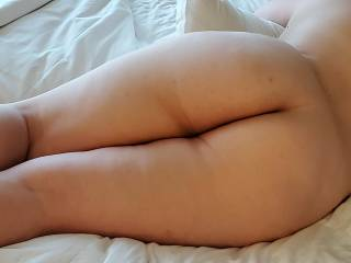 I love how sexy her ass is!!