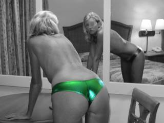 Cute!  I like!  Wish we could see the pretty face that goes with that pretty arse. :-)