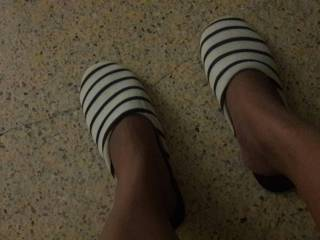 Barefeet black and white slippers