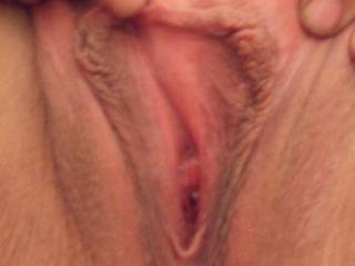 mmmm, very horny looking.xxxx  And a nice smooth pussie too.xxx  id love to cum and play..xxx   Slurps,licks n kisses xxxx