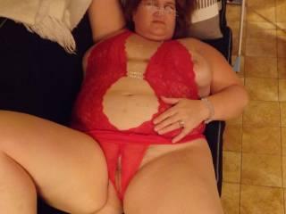 mmmmmmmmm-sexy!!!!!!!!!!!! love that exposed belly!!!!!!!!!! mmmmmmmmmmmm