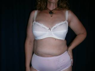As you chubbychasers seem to like the full briefs/underwear/granny panties (horrible term... and hey, Madonna wore them in 'Bodies of Evidence'), here's a couple for you.