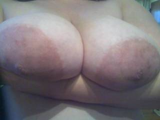 mmm, i wanna lick your large brown areolas and suck ur nipples !