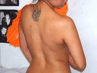 Se te ve lindo tu tattoo y tus nalgas se ven deliciosas, Corazon. Mmmhhhh!....