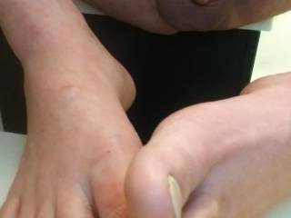 New angle for all my feet and small dick friend. Hop u like it?! I know I think it\'s pretty cool toe angle.