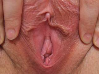 wow what a pussy yummmy love that great big clit could put my tounge all over that