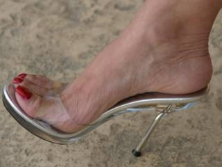 i have to buy a new keyboard. all the keys are stuck together because of this pic. keep on taking more PLEASE. how about a cum shot on your toes and these heels.