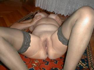 That tasty cunt needs a good lickin and a fcuckin by more than one cock and tongue. MMMMMM Love to enjoy that juicy cunt!
