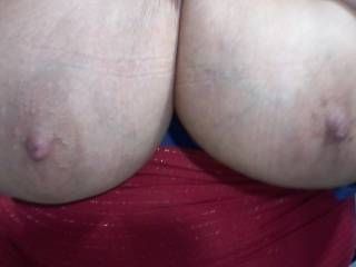 I would love to watch another man cum on my wife\'s tits!!