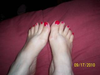 i so want to cum all over those gorgeous feet!