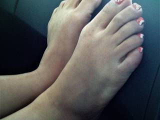 FULL stretch of Hoa\'s feet on car dash ..love seeing this , even more see if another person walks by or we are driving ..what would you do if you saw this sight ??