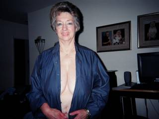 I love older women who go braless in public.   I get a noticeable bulge in my trousers when I see her tits moving around under a thin silky top.