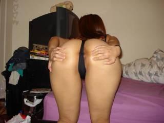mmmm! nice ass!! do you like to squeeze?