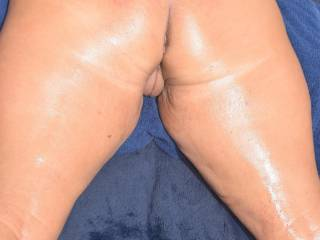 Love to feel the heat of the sun on my oiled ass.