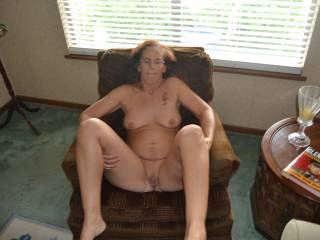 Looks a comfy chair to fuck in you horny girl