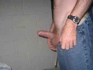anyone want to suck husbands dick?