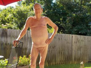 Exhibitionist  who likes to get naked in Tuscaloosa.. always enjoy other mature men who want to play around... mainly oral.