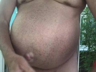 I like watching porn in garden while I wank, I need a stiff cock to suck 👍😀