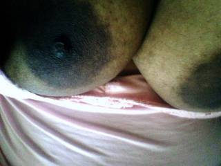 awesome dark nipples for tugging and milking...lets see that sweet juice