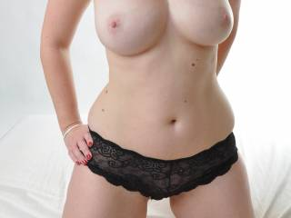 Built just the way I like it!  Fantastic body and great tits!