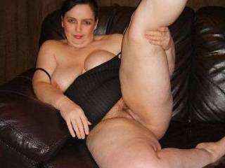 wow, such a sexy woman, great legs and pussy there babe xxxx